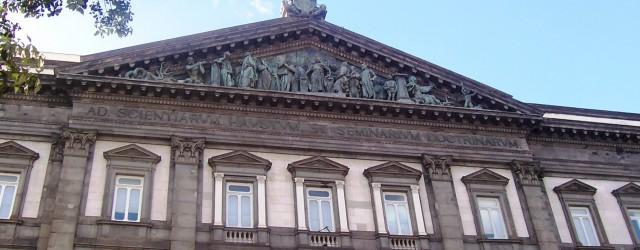 «Ad scientiarum haustum et seminarium doctrinarum», ovvero «alla fonte delle scienze e al vivaio dei saperi» è l'iscrizione che campeggia sul frontone dell'ingresso della sede principale dell'Università di Napoli. Non [...]