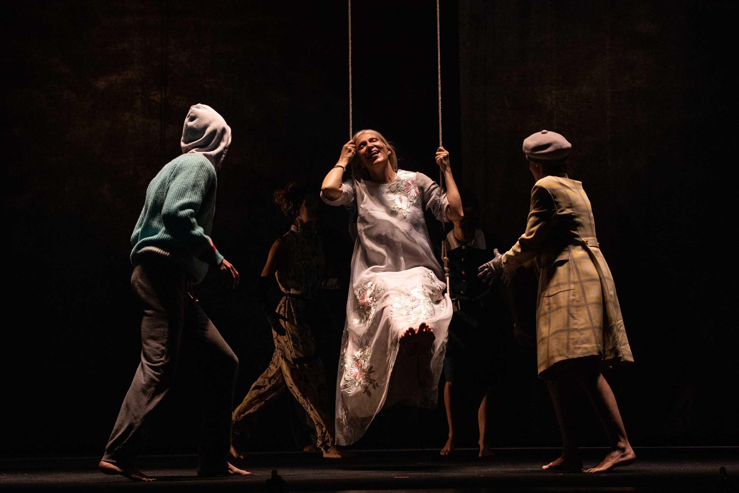 La vicenda di Jezabel (in scena al Teatro Mercadante fino a domenica 16 febbraio)inizia nell'aula di tribunale in cui la protagonista è sul banco degli imputati accusata dell'omicidio del suo [...]