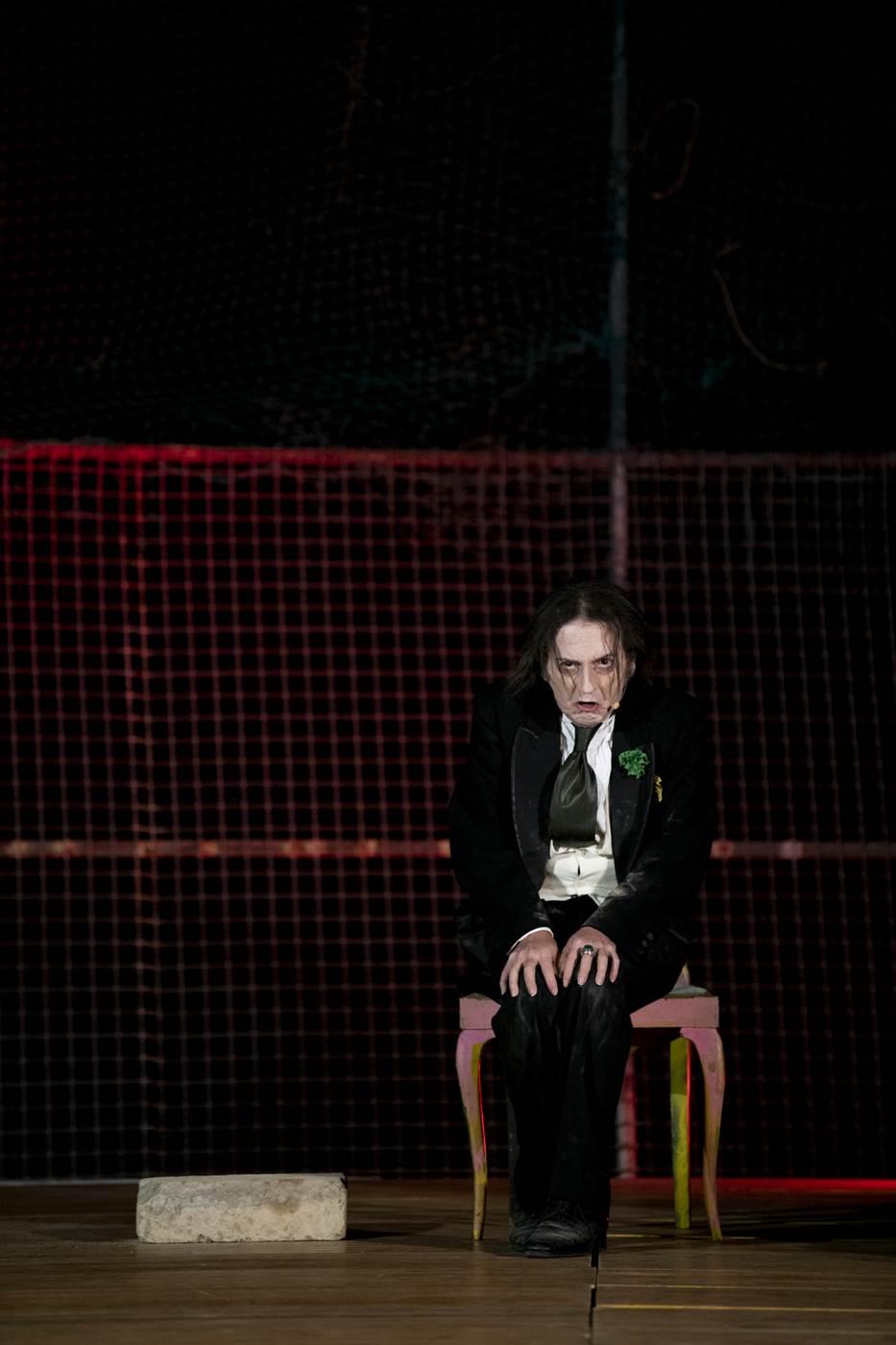 Roberto Azzurro sarà in scena da giovedì 14 a domenica 17 novembre, nella doppia veste di interprete e di regista, al Ridotto del Mercadante, con lo spettacoloLa ballata del carcere [...]