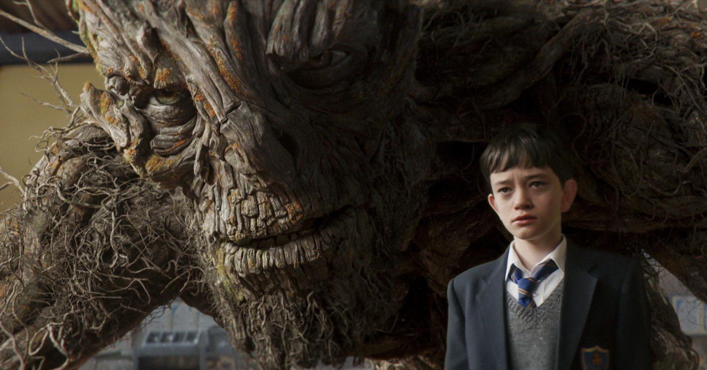 Conor O'Malley (Lewis MacDougall) è un ragazzino che vive con la mamma (Felicity Jones) gravemente malata e che a scuola è preso di mira da alcuni compagni. Una notte il [...]
