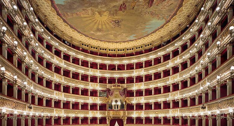 """Una grande occasione per gli amanti dell'Opera Lirica Over 18 che desiderano sperimentare l'emozione del palcoscenico del Teatro San Carlo, cimentandosi nelle arie più popolari del repertorio lirico italiano. Parte """"Signore [...]"""