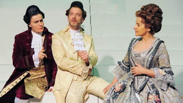 """Dopo il successo registrato al debutto romano lo scorso 27 febbraio al Teatro Argentina, giunge a Napoli – dal 15 al 20 marzo al Teatro Mercadante – lo spettacolo """"Candide"""" [...]"""