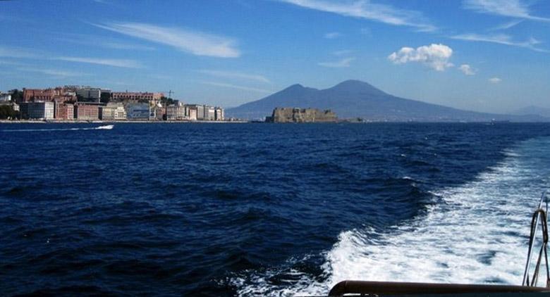 I Bateu mouche nel Golfo di Napoli tornano a grande richiesta: il servizio come l'anno scorso sarà attivo ognisabato e domenica dal 9 giugno a settembre inoltrato. Il battello targato Alilauro, [...]