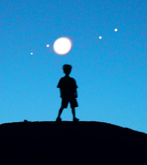"""Prende spunto dalla suggestiva fotografia scattata da Claudio Pra il tema del concorso fotografico """"Ritratto con le Lune di Giove"""" bandito dal portale di astronomia Coelum. Il bando richiede la realizzazione [...]"""