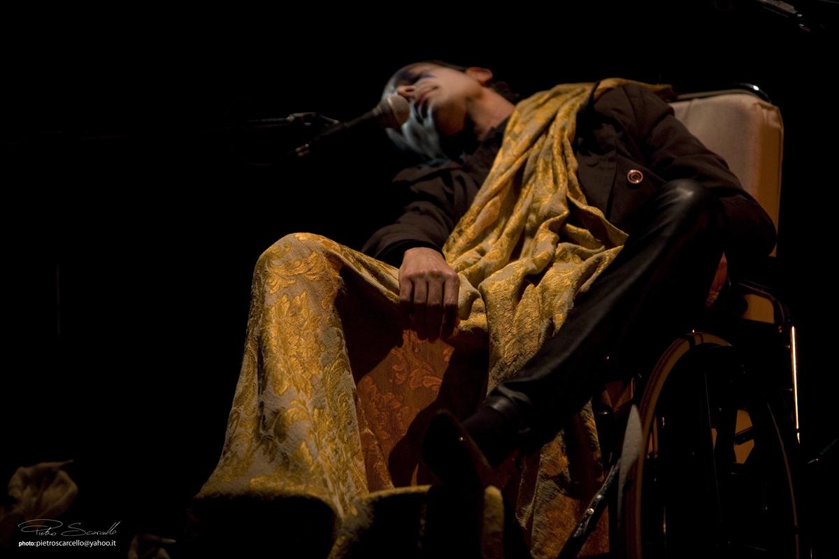 """Arriva anche a Napoli """"Radio Argo"""", opera che ha vinto il Premio Associazione Nazionale Critici Teatrali 2011. Lo spettacolo è una riscrittura dell'unica trilogia della tragedia greca pervenutaci per intero: l'Orestea. [...]"""