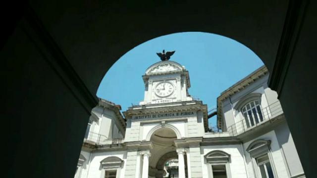 L'orologio dello scalone monumentale della Minerva fu realizzato nella seconda metà dell'800 dal Cavaliere Alfonso Curci, che aveva fondato a Napoli una fabbrica di orologi da torre. L'orologio, ormai in disuso, [...]