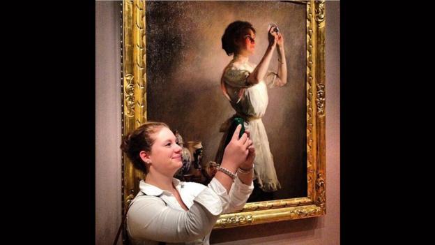 Mettiti in mostra, diventa un'opera, replica te stesso, fai girare la tua foto per il web. Anche il Madre partecipa alMuseumSelfie day su Twitter, nuova edizione della giornata internazionale promossa da [...]