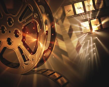 """Con il titolo""""(Pre)testi e (con)testi"""" è iniziata quest'anno, il 18 ottobre, la sesta rassegna di """"Cineforum in lingua originale"""" organizzata dal Centro Linguistico di Ateneo dell'Università Federico II di Napoli. [...]"""